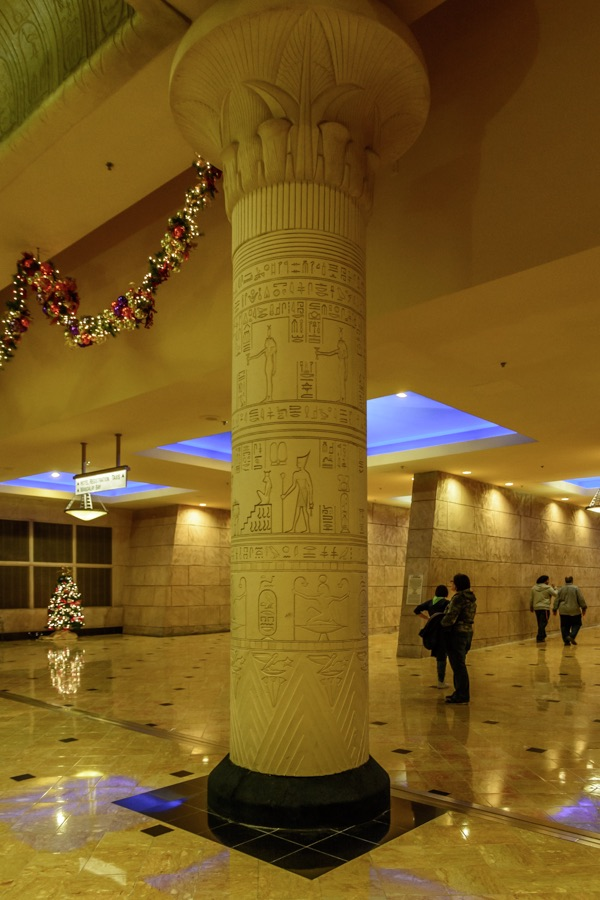 Las Vegas Travelogue And Pictures Of The Many Themed Hotel